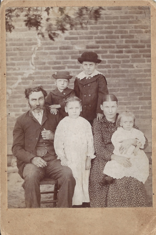 Mac and Alice Carson, in about 1896:  Janie and Lonnie in front, Ross and James in back